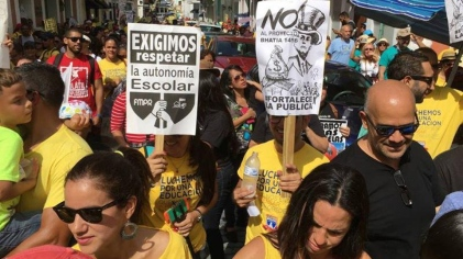 Teachers demand end to school closings in Puerto Rico